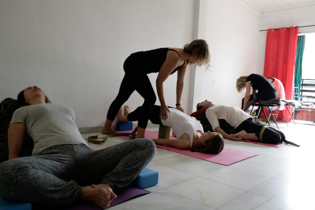 Escuela de la Espalda: YYBR Curso - Karmuka Yoga